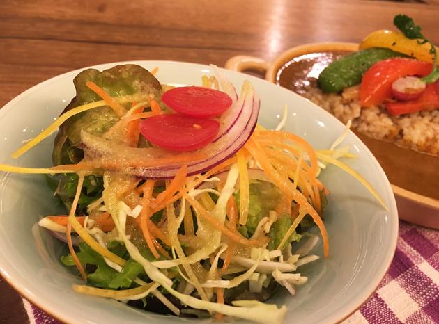 天然食堂かふぅ-薬膳カレーのサラダ
